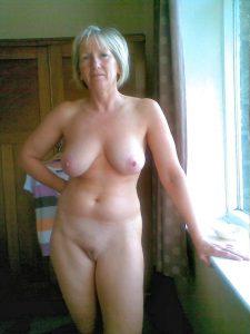 chaudes-femmes-matures-nues-028
