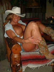 chaudes-femmes-matures-nues-077
