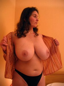 milf-nue-en-photo-048